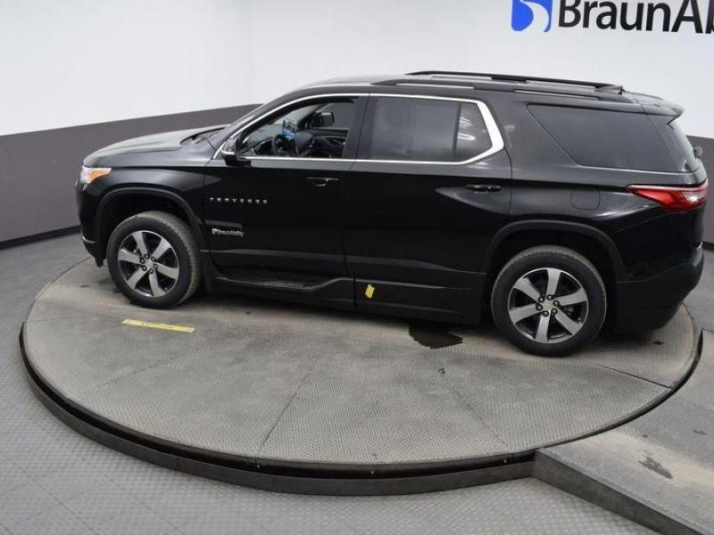 Black Chevrolet Traverse image number 21