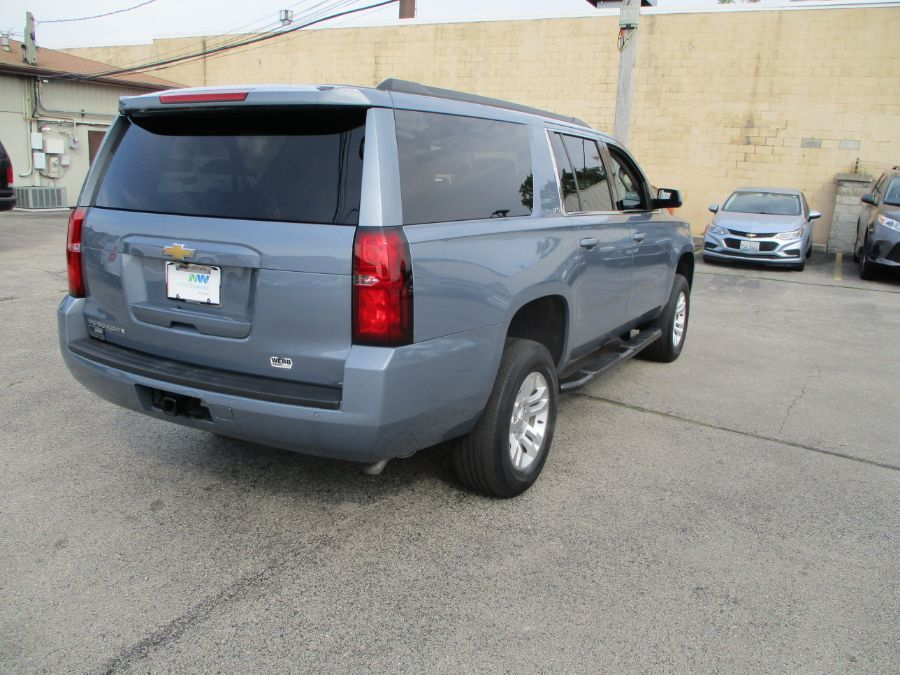 Gray Chevrolet Suburban image number 6