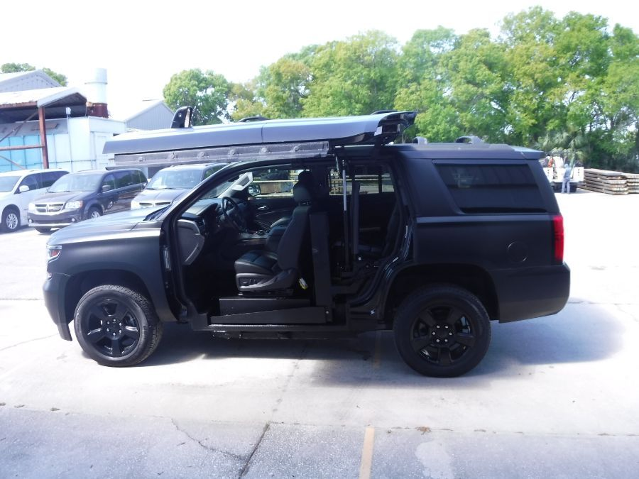 Black Chevrolet Tahoe image number 2