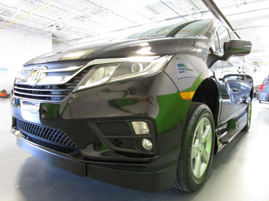 Green Honda Odyssey image number 4