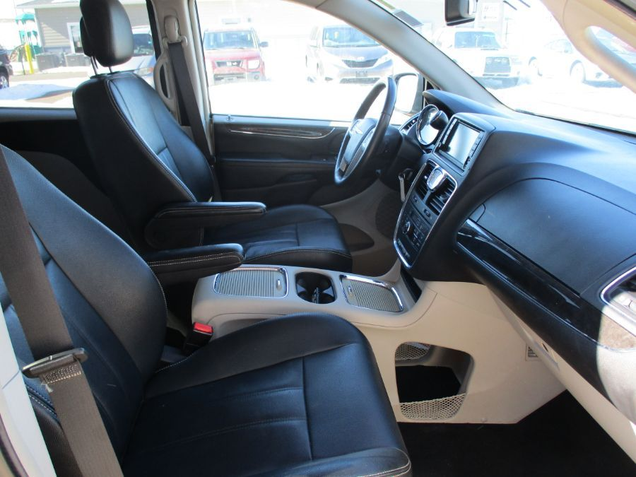 Silver Chrysler Town and Country image number 16