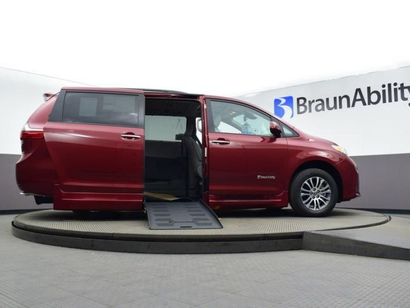 Red Toyota Sienna image number 16