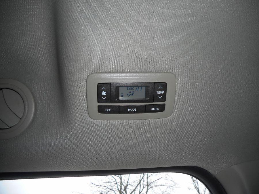 Brown Toyota Sienna image number 22