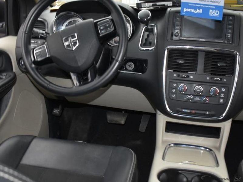 Silver Dodge Grand Caravan image number 7