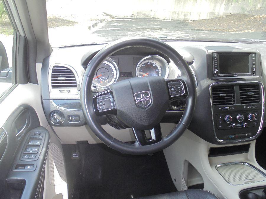Silver Dodge Grand Caravan image number 22