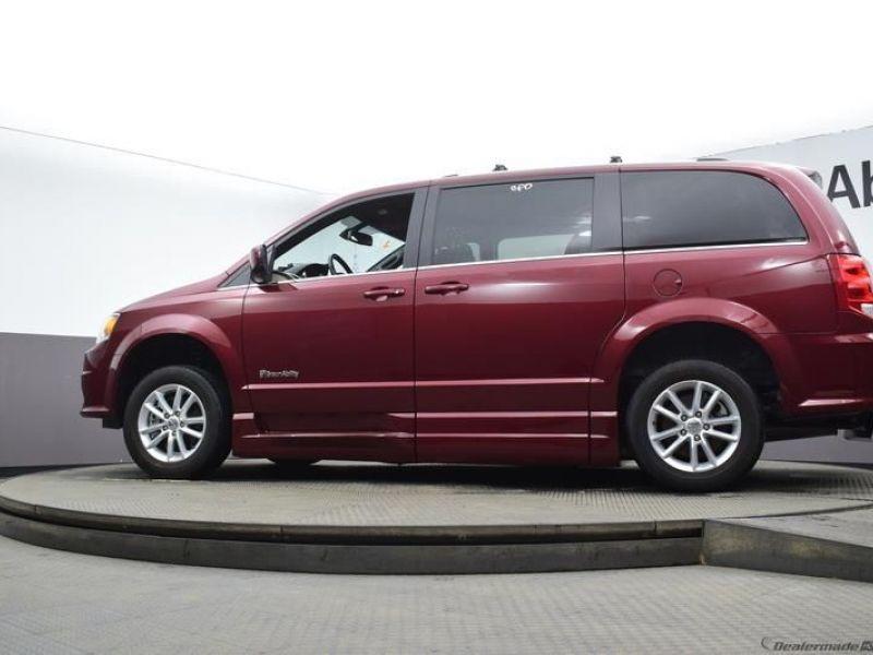 Red Dodge Grand Caravan image number 15
