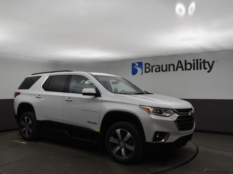 White Chevrolet Traverse image number 14