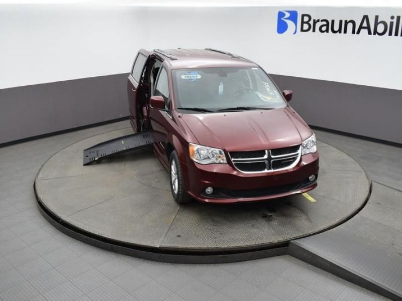 Red Dodge Grand Caravan image number 19