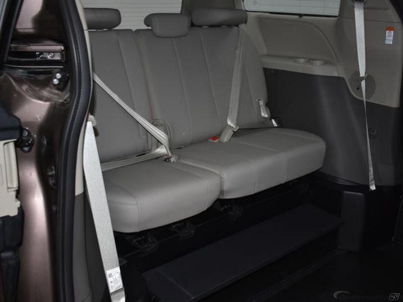 Silver Dodge Grand Caravan image number 9