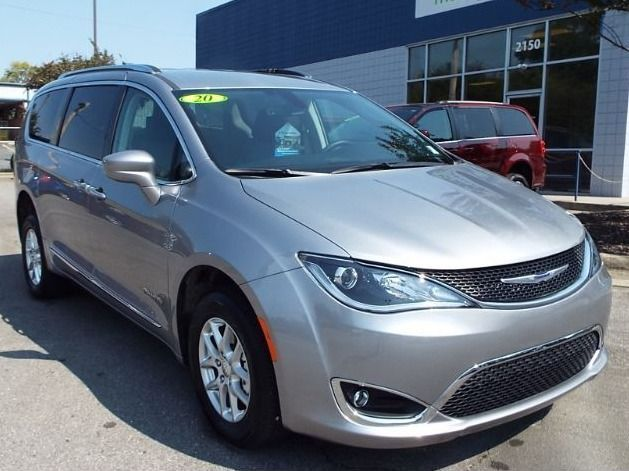 Silver Chrysler Pacifica image number 6