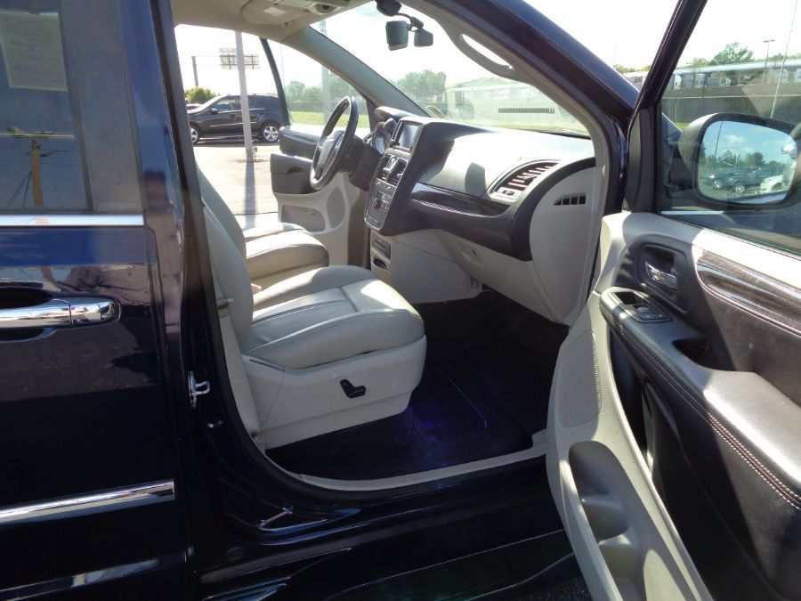 Blue Chrysler Town and Country image number 10