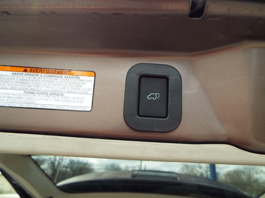 Brown Toyota Sienna image number 27