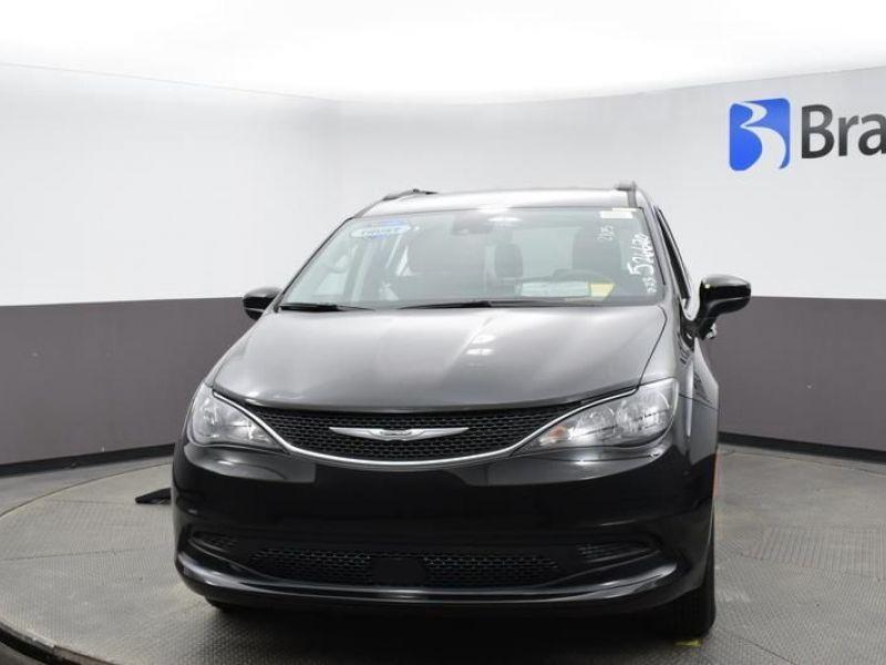 Black Chrysler Voyager image number 1