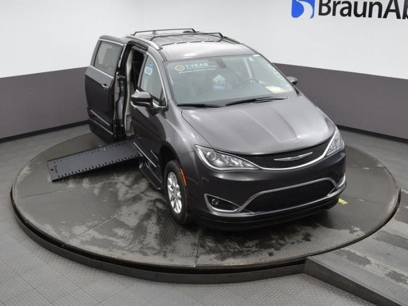Gray Chrysler Pacifica image number 19