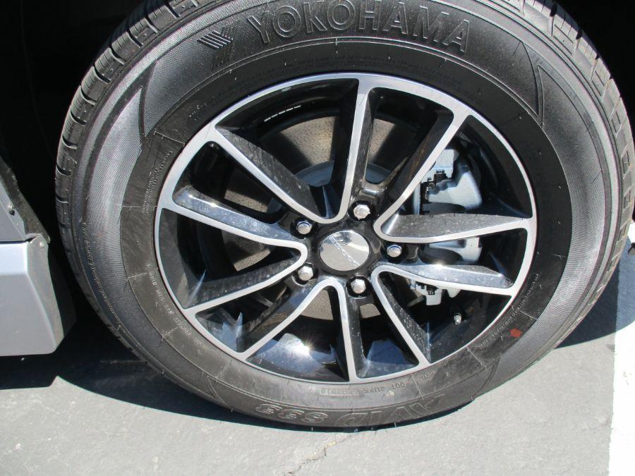 Silver Dodge Grand Caravan image number 15