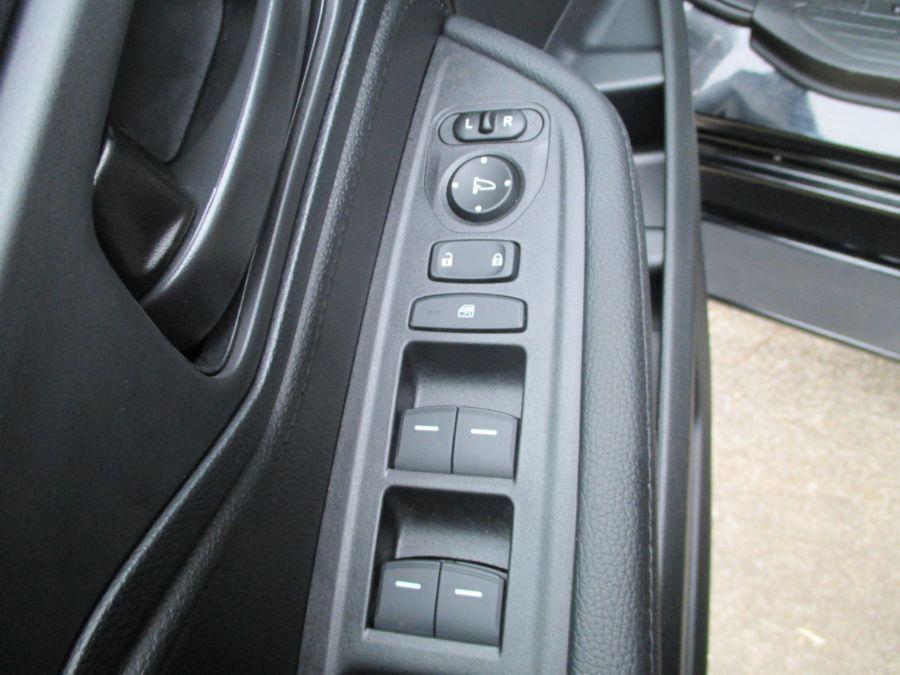 Black Honda Odyssey image number 23