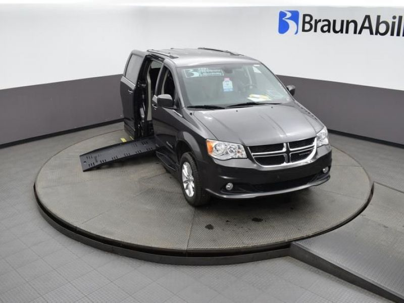Gray Dodge Grand Caravan image number 10
