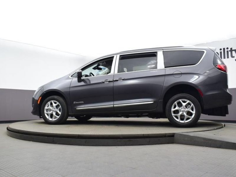 Gray Chrysler Pacifica image number 16