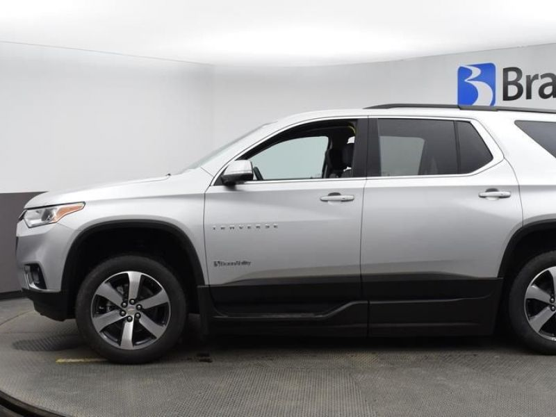 Silver Chevrolet Traverse image number 4