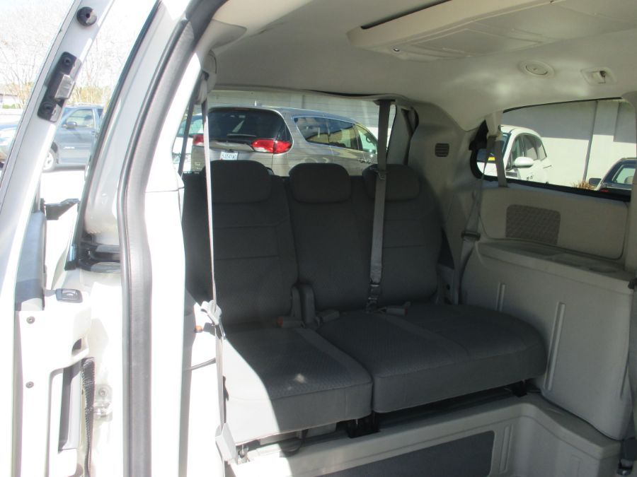 White Chrysler Town and Country image number 16