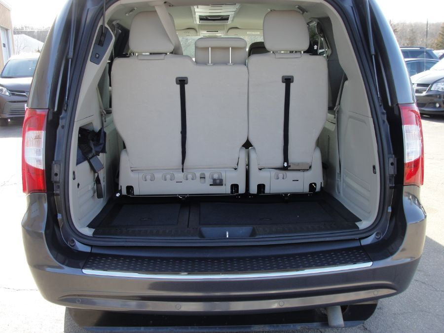 GRAY Chrysler Town and Country image number 19