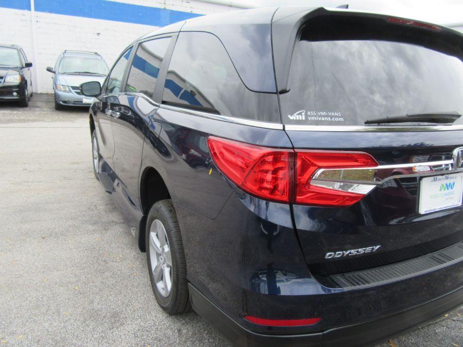 Blue Honda Odyssey image number 15