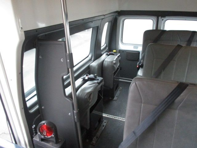 White Ford E-Series Cargo image number 12