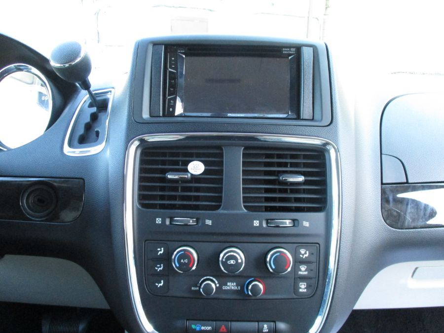 Dodge Grand Caravan image number 13