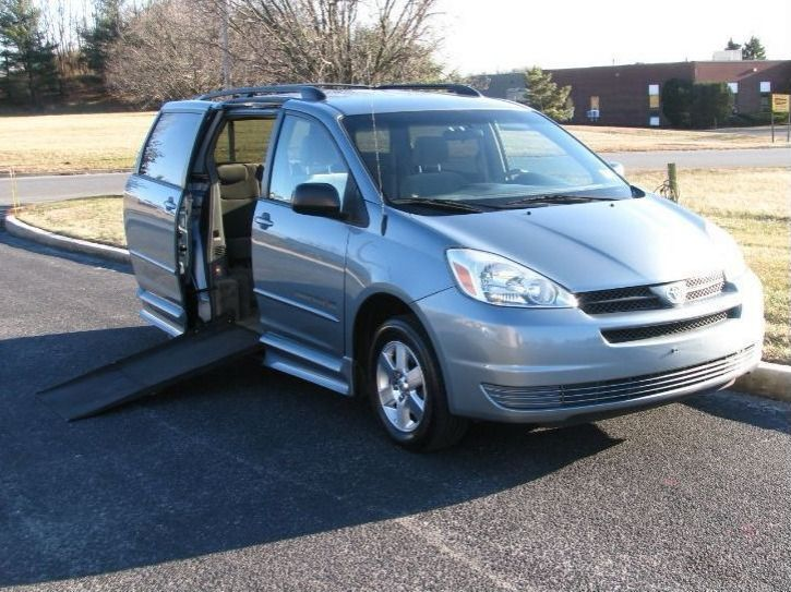 Toyota Sienna with Side Entry Automatic Fold Out ramp