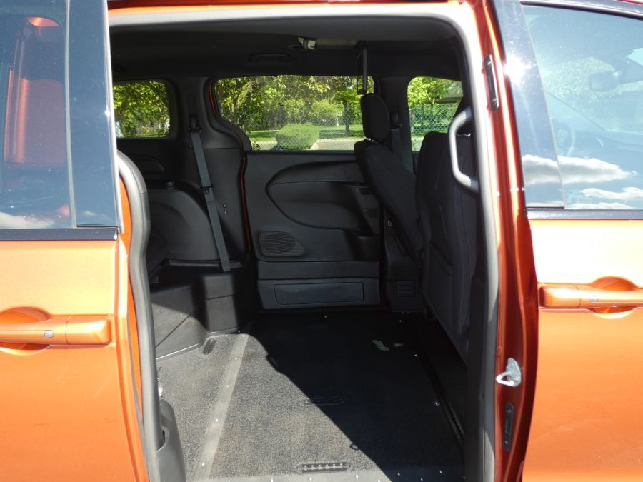Orange Chrysler Pacifica image number 20