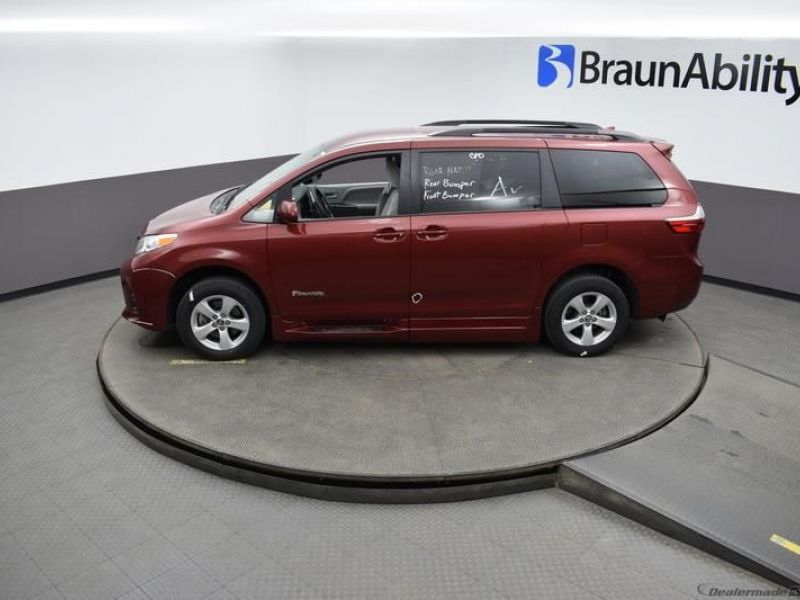 Red Toyota Sienna image number 19