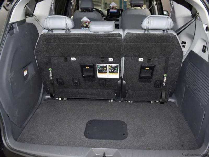 Black Toyota Sienna image number 13