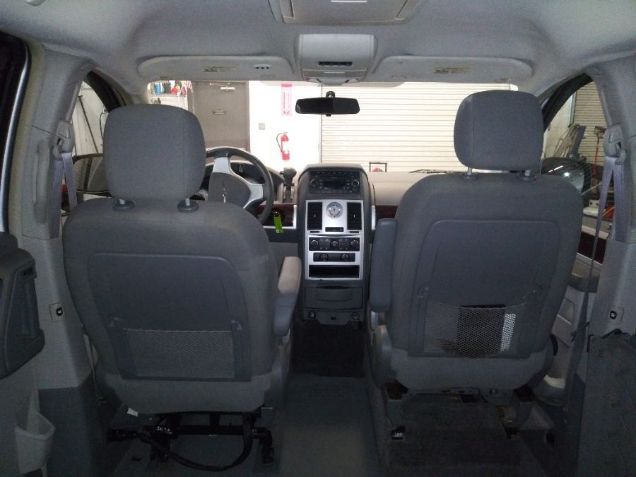 Silver Chrysler Town and Country image number 21
