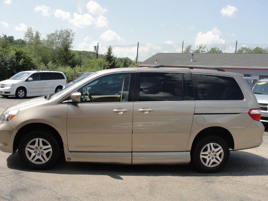 Gold Honda Odyssey image number 4