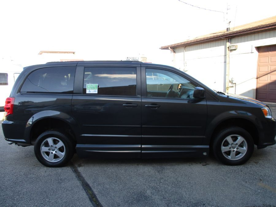 Dodge Grand Caravan image number 3