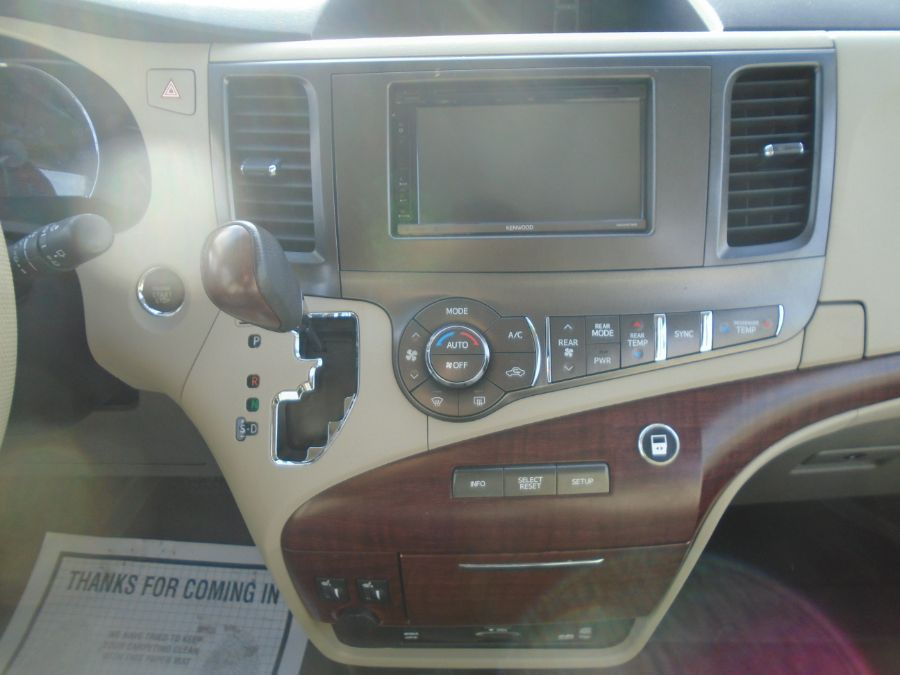 Gold Toyota Sienna image number 14