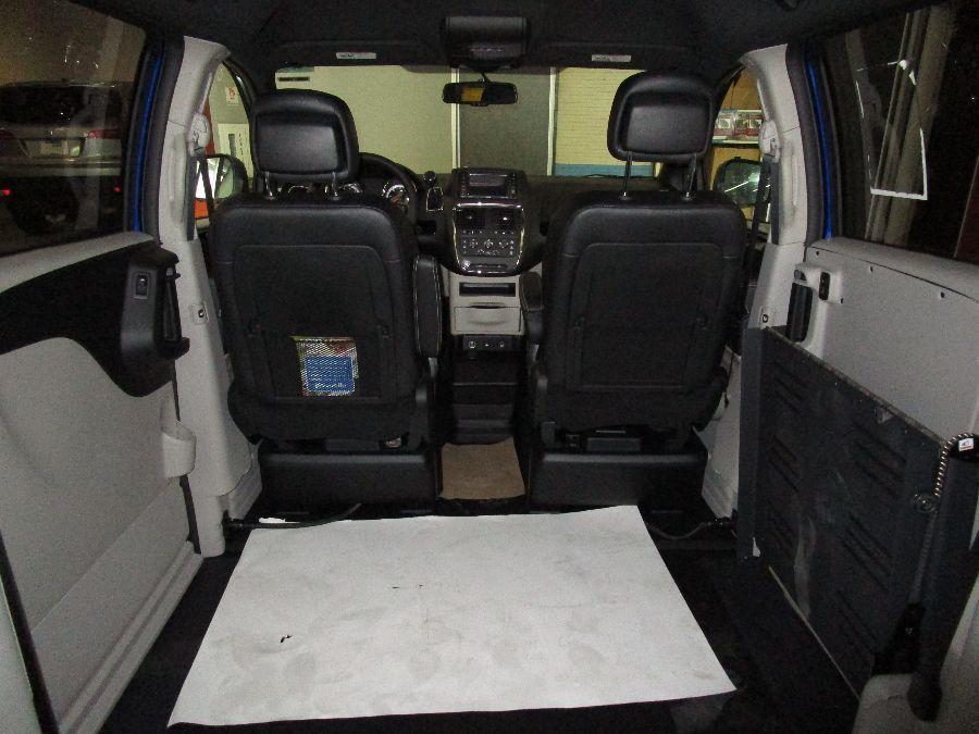 Blue Dodge Grand Caravan image number 11