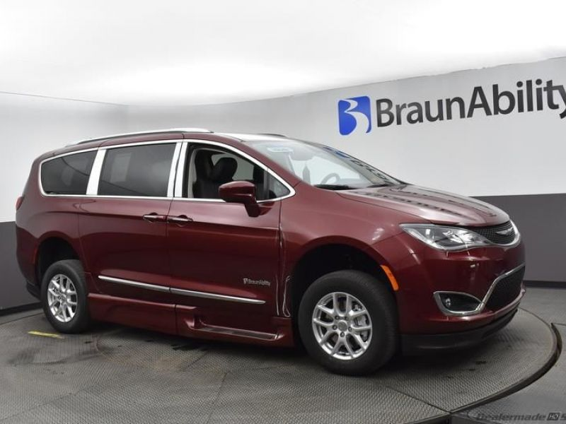 Red Chrysler Pacifica image number 14