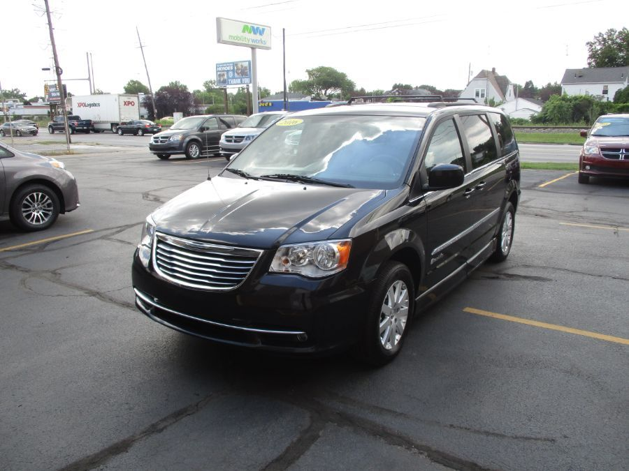 Black Chrysler Town and Country image number 7