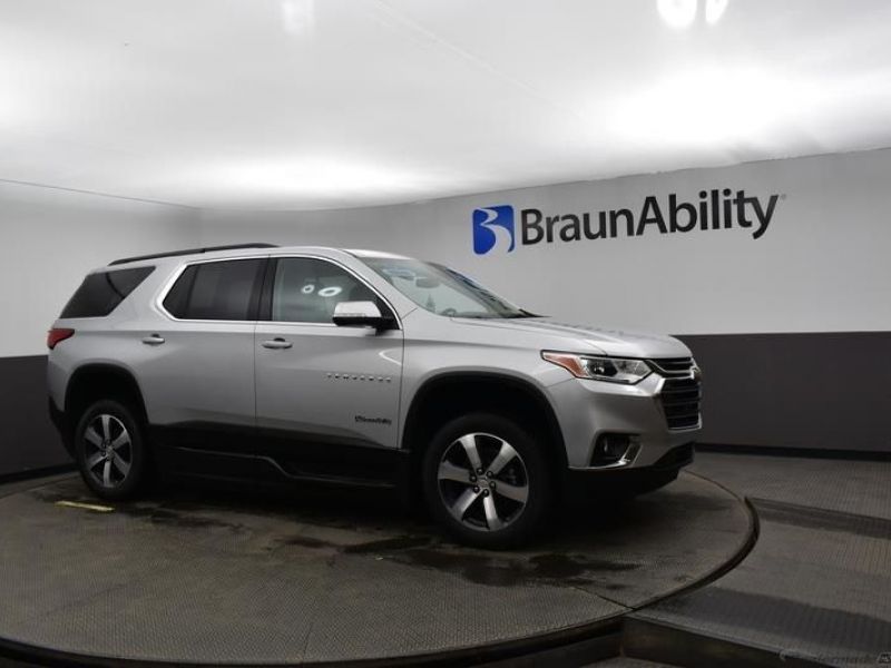 Silver Chevrolet Traverse image number 12