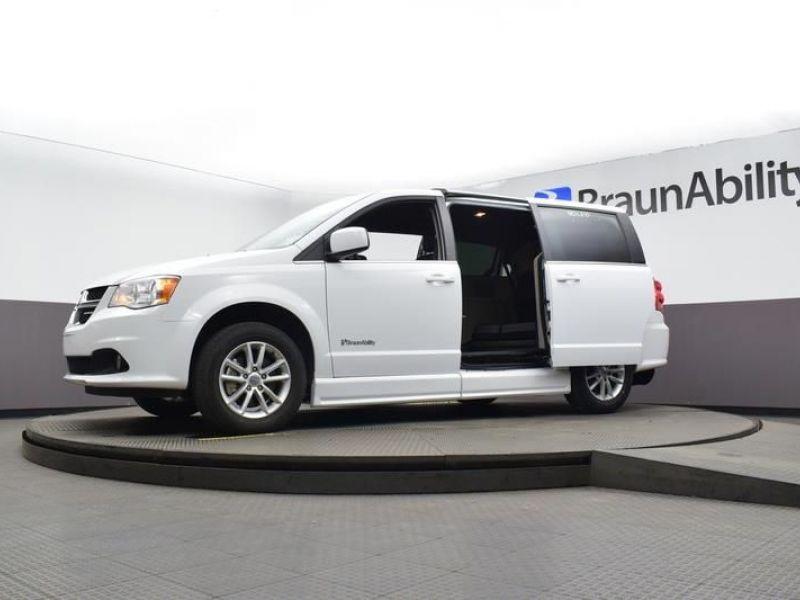 White Dodge Grand Caravan image number 15