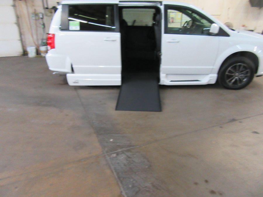White Dodge Grand Caravan image number 17