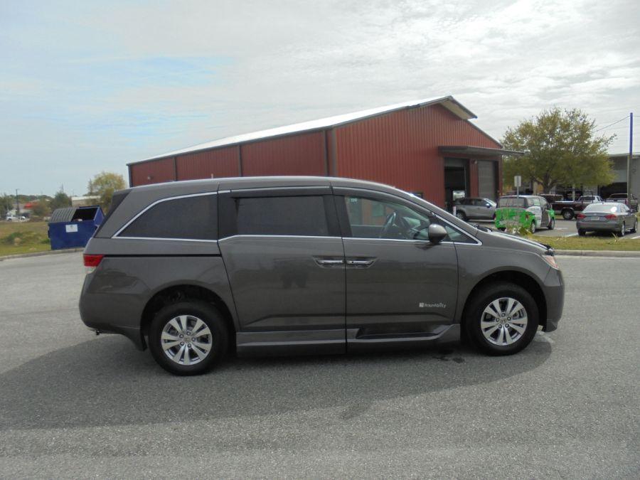 Brown Honda Odyssey image number 9