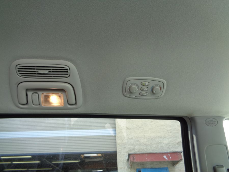 White Toyota Sienna image number 21