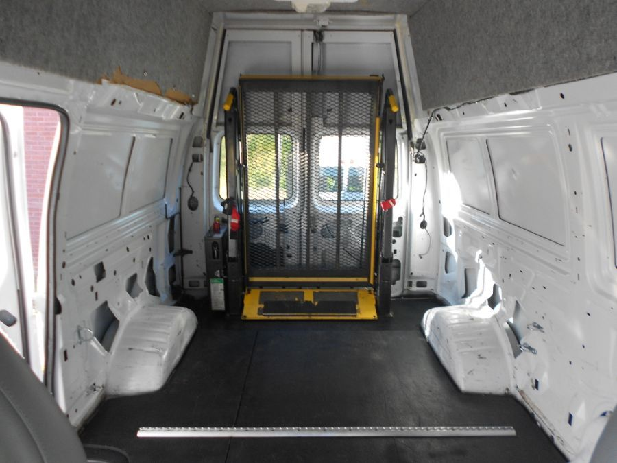 White Ford E-Series Cargo image number 15