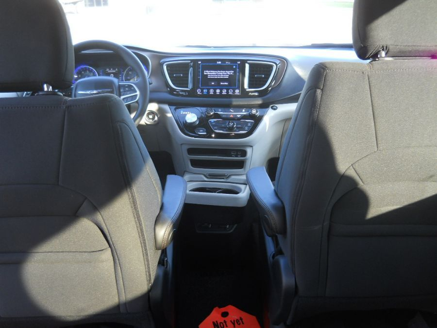 Gray Chrysler Pacifica image number 12