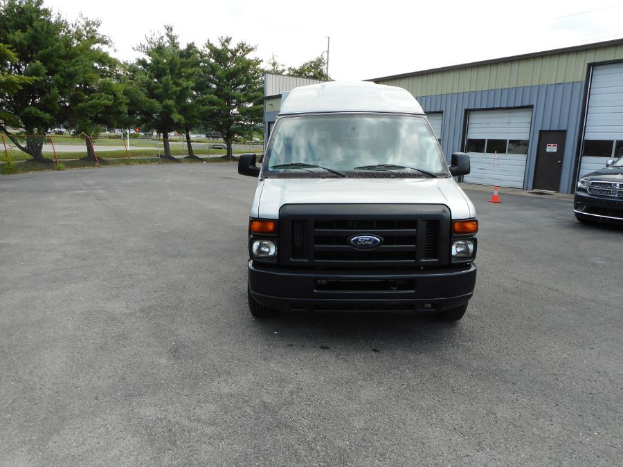 Silver Ford E-150 image number 1
