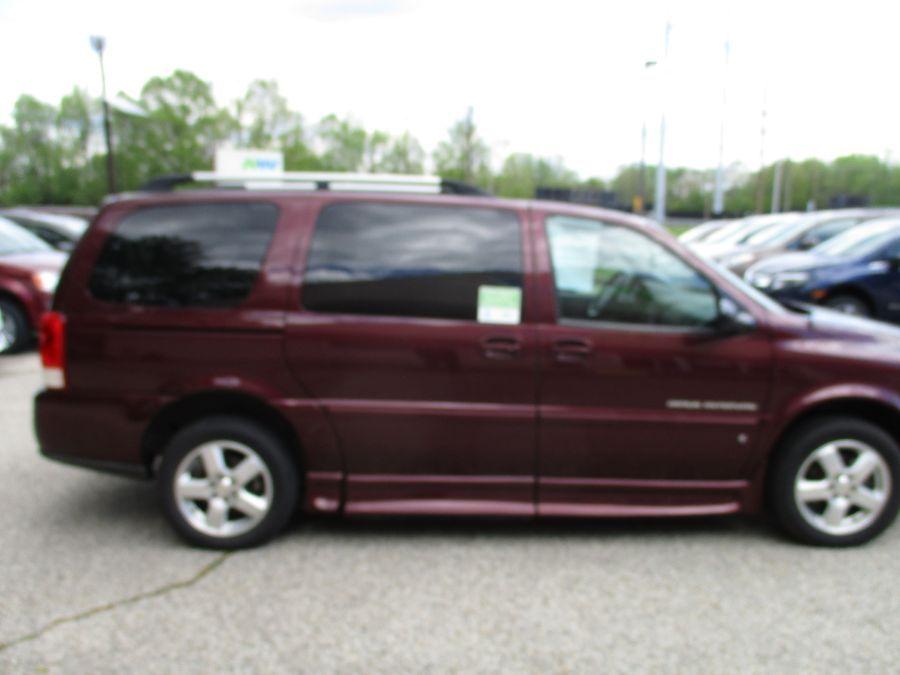 Red Chevrolet Uplander image number 3