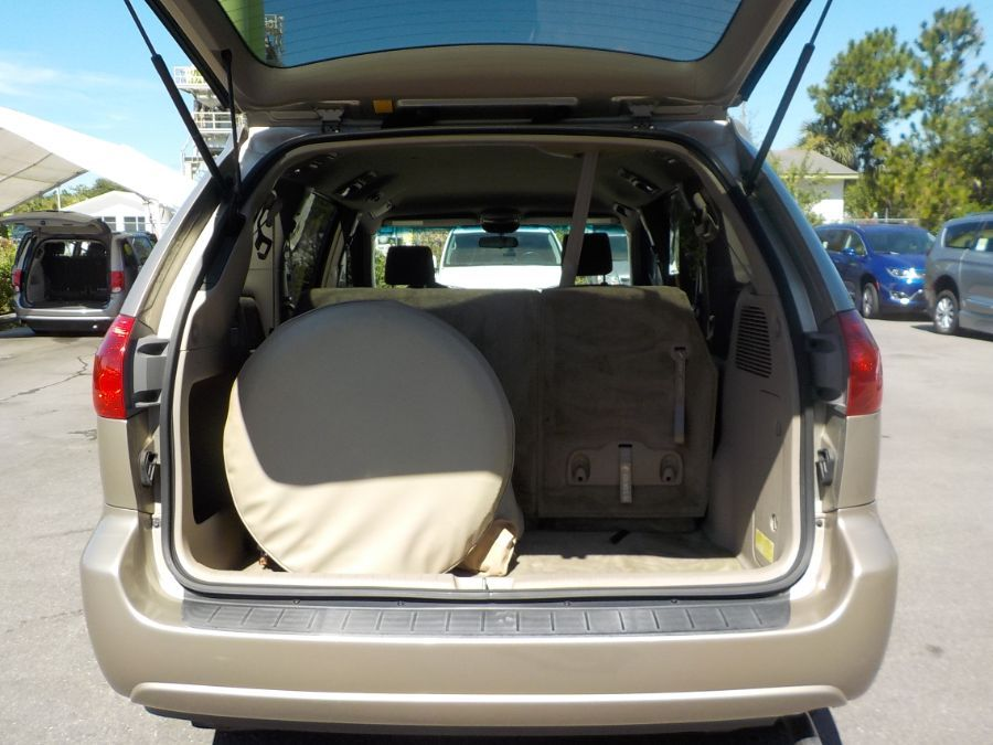 Toyota Sienna image number 16