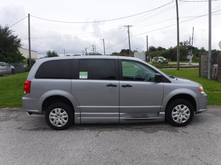 Silver Dodge Grand Caravan image number 7